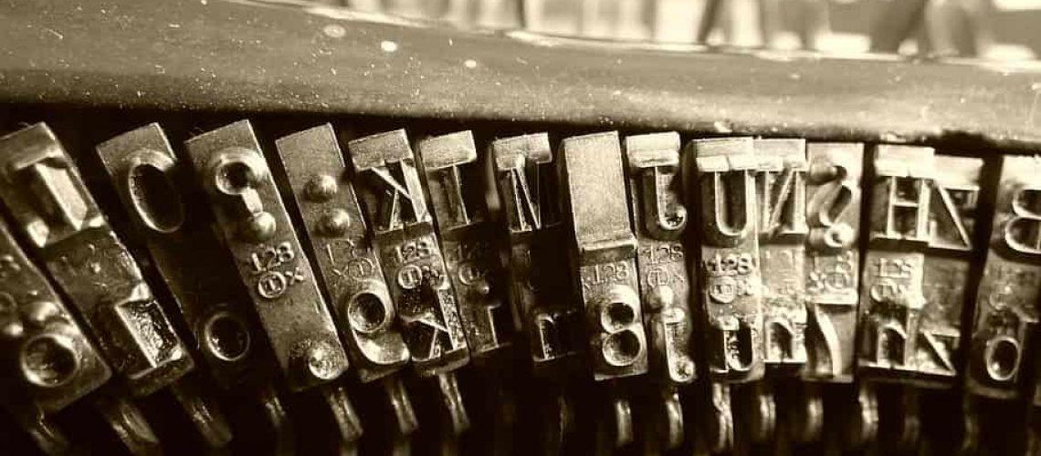 typewriter-letters-old-mechanical-írókép